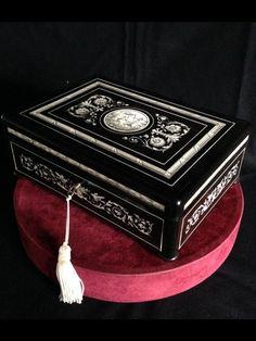 Scatola in legno ebanizzato con intarsi in avorio del 1800 |Antiquariato su Anticoantico
