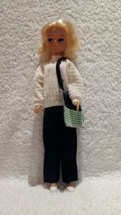 Vintage Sindy Doll With Clothes Very Rare Convenient To Cook Dolls