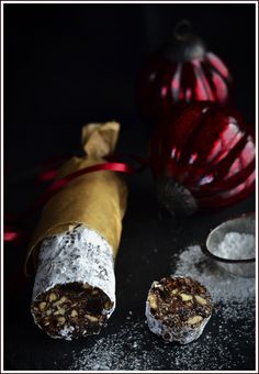 Ajándékok házilag 10.- Csokoládé szalámi magokkal és aszalt gyümölcsökkel. Hatásvadász ajándék, kevés melóval! - Házisáfrány Winter Christmas, Minion, Cake, Gifts, Drink, Food, Kitchen, Creative, Pie Cake