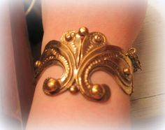 Seppo Tammisen upea rannekoru Bangles, Bracelets, Gold, Clothes, Vintage, Jewelry, Fashion, Outfits, Moda