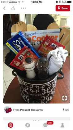 Dad needed a 'kitchen' themed basket for an auction at his work (an,d of course… Theme Baskets, Themed Gift Baskets, Diy Gift Baskets, Gift Hampers, Fundraiser Baskets, Raffle Baskets, Creative Gifts, Cool Gifts, Craft Gifts