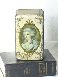 Vintage Tin  Rustic Tin  Queen Decorated Tin by LesTempsPerdus