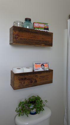 prateleira linda para colocar em cima do vaso sanitário com papel higiênico e lenço umedecido <3