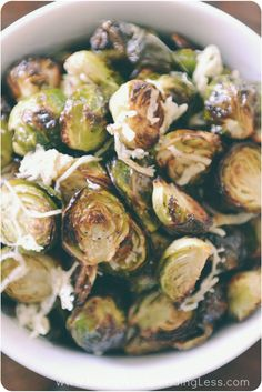 Parmesan Roasted Brussels Sprouts | Side Dishes Ideas | Vegetarian Food | Healhty Food | Parmesan Brussel Sprouts | Vegetable Recipes | Roasted Brussels Sprouts with Parmesan