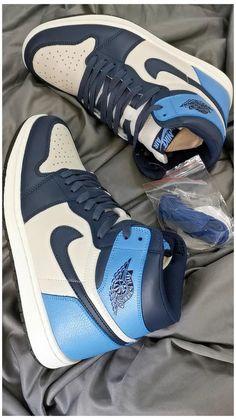 Zapatillas Nike Jordan, Tenis Nike Air, Nike Air Shoes, Cool Nike Shoes, Nike Air Jordans, Nike Jordans Women, Sneakers Nike Jordan, Cheap Cute Shoes, Jordan Retro
