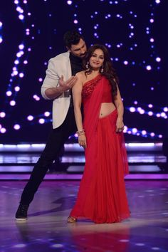 Madhuri Dixit Makes Hearts Go Dhak Dhak In A Red Hot Saree: Jhalak Dikhhla Jaa | TV | Slide 6 | www.indiatimes.com | Page 6