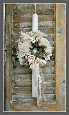 Πασχαλίνη Λαμπάδα Στεφανάκι με λουλούδια 20€ Decorated Candles, Palm Sunday, Baby Christening, Candels, Easter Crafts, Happy Easter, Ladder Decor, Decoupage, Projects To Try