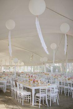 Decoracion de techo con globos gigantes para boda. #DecoracionBoda
