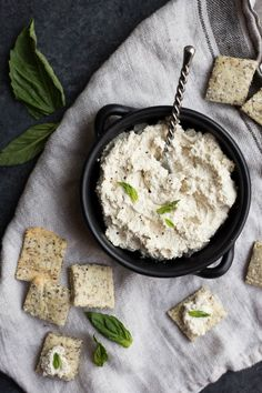 Easy Vegan Cashew Ricotta: super simple and only requires 4 ingredients! Use it as a healthy dip, in recipes, or as a spread! Naturally gluten free and dairy free. || fooduzzi.com recipe