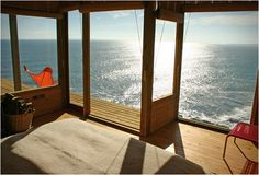 Room with a view at cliff-house off the south-central coast of Chile by owners and architects Alvaro Ramirez and Clarisa Elton. Wish it was possible to build like that here in Sweden or maybe I should just move to a warmer climate?!