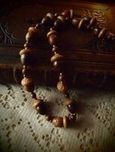 Vintage acorn necklace by faeriecologyshop on Etsy Little Brown, Green And Brown, Acorns To Oaks, Acorn And Oak, Acorn Necklace, Autumn Leaves, Oak Leaves, Vintage Wood, Make And Sell