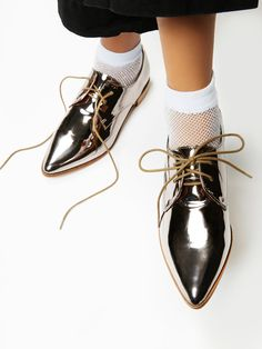 Year Round Oxford | Timeless lace-up oxfords featuring a sleek pointed toe for a mdoern touch. Subtle heel. Padded footbed for comfortable support.