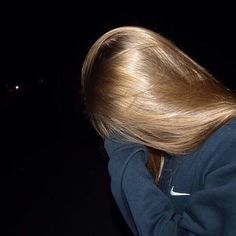 bruwho: loiradalua: gente e esse cabelo? Tumblr Photography, Photography Poses, Girl Pictures, Girl Photos, Hair Inspo, Hair Inspiration, Flipagram Instagram, Fake Girls, Girl Photo Poses