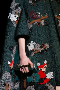 Dolce e Gabbana, winter 2015 Fashion Details, Love Fashion, Fashion Art, High Fashion, Fashion Beauty, Luxury Fashion, Fashion Show, Womens Fashion, Fashion Design