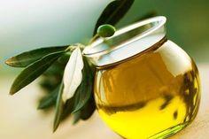 El aceite de oliva extra desempeña un papel protector frente al estrés oxidativo celular por su elevado contenido en antioxidantesfenólicos, como la vitamina E. ¡No dejes de incluirlo en tu dieta! #Oleumbox #aceitedeolivavirgenextra #seleccionpremium