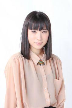 ゲスト◇オトザイ サトコ (Satoko otozai) 兵庫県出身、大阪で主に活動するシンガーソングライター。 現在ピアノ弾き語りライブ、ピアニストとのデュオ、さらにバンド演奏など、様々なスタイルでライブ活動を行っている。2013年1月、自主制作の1stミニアルバム「LIBRA」をリリース、同月「LIBRA」発売記念イベント~幻燈~を自主企画、大盛況に終わり、真のスタートを切った。さらに2013年5月には東京一ヶ月ツアーを敢行。東京での自主企画ツアー「ファイナルライブ~100人で月見ル夜~」を行い大成功を収める。   オトザイサトコ 公式ウェブサイト http://otozai.jp