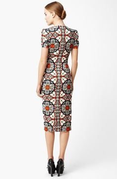 Shop Women's Alexander McQueen Cocktail dresses on Lyst. Track over 1129 Alexander McQueen Cocktail dresses for stock and sale updates. African Attire, African Wear, African Dress, African Fashion, Modest Dresses, Casual Dresses, Short Dresses, Fashion Dresses, Dresses For Work
