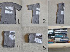 Si se trata de ahorrar espacio en tus cajones, sigue estas instrucciones para doblar tus camisetas. | 24 Importantes trucos que debes conocer para organizar tu clóset