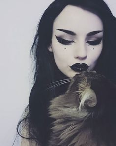 If you don't have any gothic fashion sense, this article is for you. There is absolutely no reason for you to look like a gothic fashion disaster. Goth Beauty, Dark Beauty, Beauty Makeup, Makeup Goals, Makeup Inspo, Makeup Inspiration, Makeup Ideas, Maquillage Halloween, Halloween Face Makeup