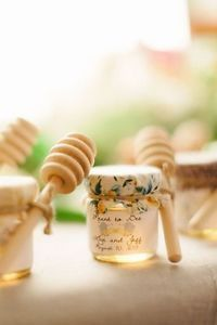 Wedding favors for the guests! Honey in cute jars aww