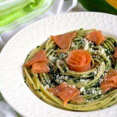 Kapsalon – Holenderski fast food – Smaki na talerzu Pesto Pasta, Spaghetti, Ethnic Recipes, Food, Pasta Al Pesto, Essen, Meals, Yemek, Noodle
