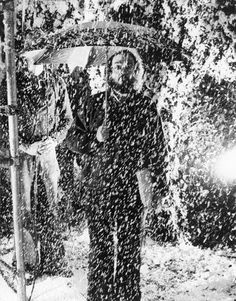 Behind-the-scenes photograph of director Stanley Kubrick standing on the set of the hedge maze during production of The Shining. (photo by Murray Close. Close, who is now an internationally renowned photographer, began his career on The Shining. Reservoir Dogs, Chevy Chase, Michael Myers, Freddy Krueger, Blade Runner, Stanley Kubrick The Shining, Star Wars, Film Serie, Scene Photo