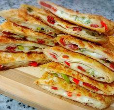 Food N, Good Food, Food And Drink, Yummy Food, Turkish Pizza, Turkish Recipes, Ethnic Recipes, Turkish Breakfast, Time To Eat