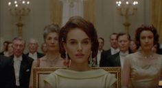 Además, se reveló el poster promocional de la cinta protagonizada por Natalie Portman. El primer film de Pablo Larraín en inglés se estrenó con éxito rotundo en los festivales de Venecia y Toronto. En una semana en que el director chileno fue nombrado por Variety como el director internacional más importante del año y el …