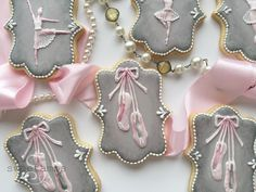 I had so much fun making these pretty ballerina cookies! -- Here's what you'll need for this project: Roll-out cookie dough (use your favorite recipe or get mine in the tutorial shop) Plaque cookie cutter Flood consistency royal icing Pumpkin Sugar Cookies, Iced Cookies, Frosted Cookies, Decorated Cookies, Fancy Cookies, Cute Cookies, Cookie Frosting, Royal Icing Cookies, Biscuit Decoration