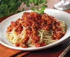 Here is a classic Italian Spaghetti And Bolognese Meat Sauce. Bolognese uses ground meat and your favorite kind of pasta for and great Italian meal. Spaghetti Meat Sauce, Spaghetti Recipes, Spaghetti Bolognese, Italian Dishes, Italian Recipes, Quick Pasta Sauce, My Favorite Food, Favorite Recipes, Sauce Bolognaise