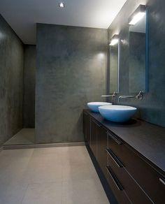 Villa moderne / Aménagement design / Salle de bain / béton ciré / meuble vasque / Architecte d'intérieur : Agence MAYELLE / Photo : ©Pierre Rogeaux