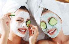 Vamos cuidar do rosto...  Como sabemos, o pepino tem propriedades calmantes que refrescam nossa pele hidratando e deixando os poros menos vi...