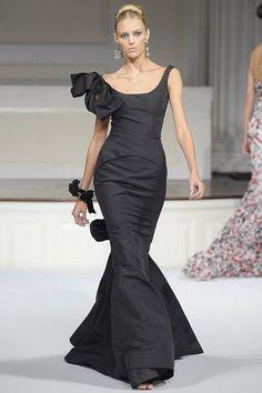 Oscar De La Renta gown with bow detail by lidia
