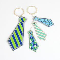 Kuviot on väritetty Uni Posca-tussein nahkapaperiin kravattiaiheisten ääriviivatarrojen avulla. Posca, Ark, Personalized Items