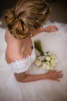 Eu adoro ver fotos daqueles casamentos enormes, festão com todo mundo reunido... igreja lotada! Quando a energia transborda pelas fotos então... é amor na