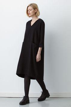 See all the Collection photos from Studio Nicholson Autumn/Winter 2015 Ready-To-Wear now on British Vogue 70s Fashion, Look Fashion, Korean Fashion, Autumn Fashion, Fashion Dresses, Womens Fashion, Fashion Tips, Fashion Design, Fashion Quiz
