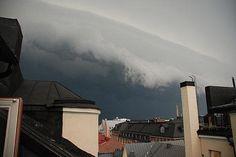 Myrsky vyöryi Punavuoren kattojen yli 21.15.| HS