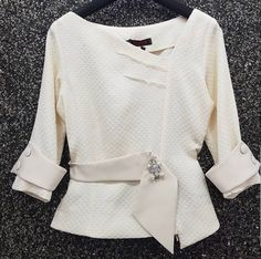 Blouse Styles, Blouse Designs, Traditional Dresses Designs, Formal Tops, Stylish Blouse Design, Stylish Dresses For Girls, Blouses For Women, Fashion Outfits, Clothes