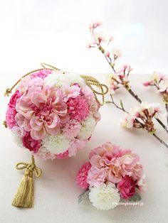 春色ピンクと八重桜の和装用ボールブーケ | ウェディングブーケ.jp