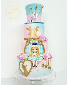 Super Cupcakes Disney Alice In Wonderland Ideas Fondant Cupcakes, Fondant Girl, Wedding Cakes With Cupcakes, Girl Birthday Themes, Cool Birthday Cakes, Birthday Cupcakes, Birthday Kids, Girl Themes, Alice In Wonderland Tea Party Birthday