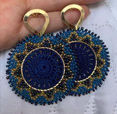 Crochet Earrings Pattern, Crochet Brooch, Bead Jewellery, Beaded Jewelry, Jewelery, Seed Bead Projects, Saree Look, Earrings Handmade, Seed Beads