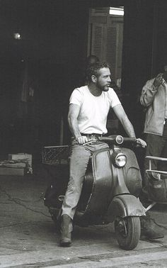 Holy crap, Paul Newman on a Vespa. Is Paul Newman the original Ryan Gosling? Beautiful Men, Beautiful People, Foto Picture, Humphrey Bogart, Richard Armitage, Michael Fassbender, Cary Grant, Famous Faces, Jamie Dornan
