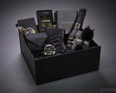 Luxury Gifts For Him Cadeaux De Luxe Pour Lui - Image Upload Services Gadget Gifts For Men, Gift Box For Men, Bday Gifts For Him, Gifts For Boss, Anniversary Gifts For Him, Mens Gift Sets, Men Gifts, Mens Bday Gifts, Special Gifts For Him