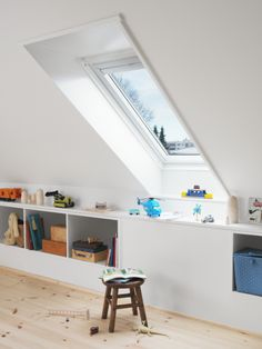 Reduced space in the attic: 6 tips for optimizing the m²- Reduzierte Fläche im Dachgeschoss: 6 Tipps zur Optimierung der m² Reduced space in the attic: 6 tips for … - Gorgeous Bedrooms, Home, Attic Apartment, Attic Master Suite, Storage Spaces, House, Loft Room, Flat Apartment, Attic Rooms
