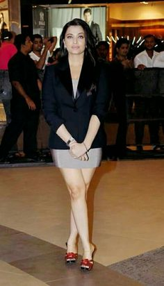 Aishwarya Rai Bachchan Super Hot In Mini Skirt Aishwarya Rai Cannes, Aishwarya Rai Photo, Actress Aishwarya Rai, Aishwarya Rai Bachchan, Tamil Actress, Bollywood Actress Hot Photos, Indian Bollywood Actress, Bollywood Fashion, Actress Photos