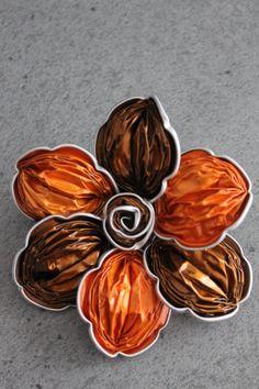 Barrette ou broche Nespresso Orange et Caramel
