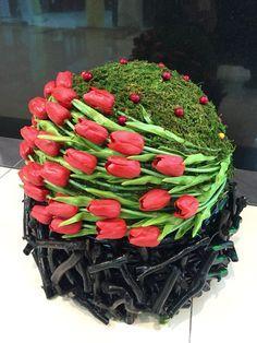 Flowers-looser styling so its not so severe Tulpen Arrangements, Unique Flower Arrangements, Unique Flowers, Fresh Flowers, Beautiful Flowers, Arte Floral, Deco Floral, Floral Design, Ikebana