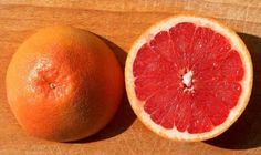 Il pompelmo (Citrus paradisi)è l'unico agrume che si suppone non provenga dall'Asia sudorientale, ma dall'America Centrale. Si dice sia stato scoperto nel 1750, probabilmente a Barbados o alle Bahamas. In realtà è plausibile che da questi luoghi sia stato portato in Florida, ma sembra alq…
