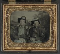 Unidentified sergeant and corporal in Union uniforms in front of painted backdrop showing camp scene, 1861-65,  sixth-plate tintype, hand-colored ; 8.3 x 9.3 cm (case). (LOC)   por The Library of Congress