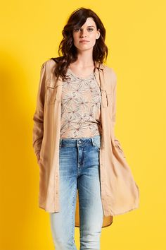 Morning Glow | Fashion | Shirt | Print | Flowers |  Blouse | Camel | Jeans | Lookbook